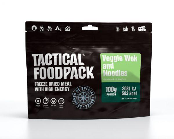 veganes Outdoorgericht Veggie Wok mit Nudeln
